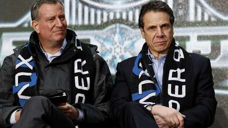 New York Gov. Andrew Cuomo, right, and New