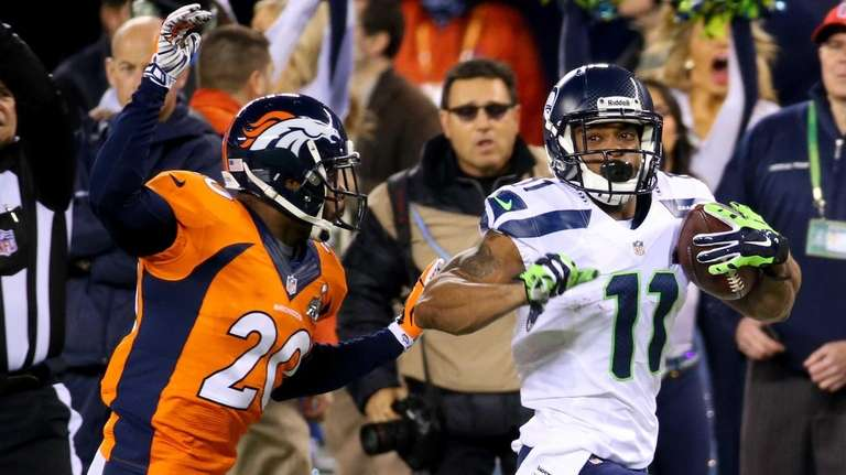 Seahawks wide receiver Percy Harvin runs the ball