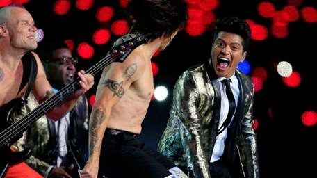 Bruno Mars performs with Anthony Kiedis and Flea