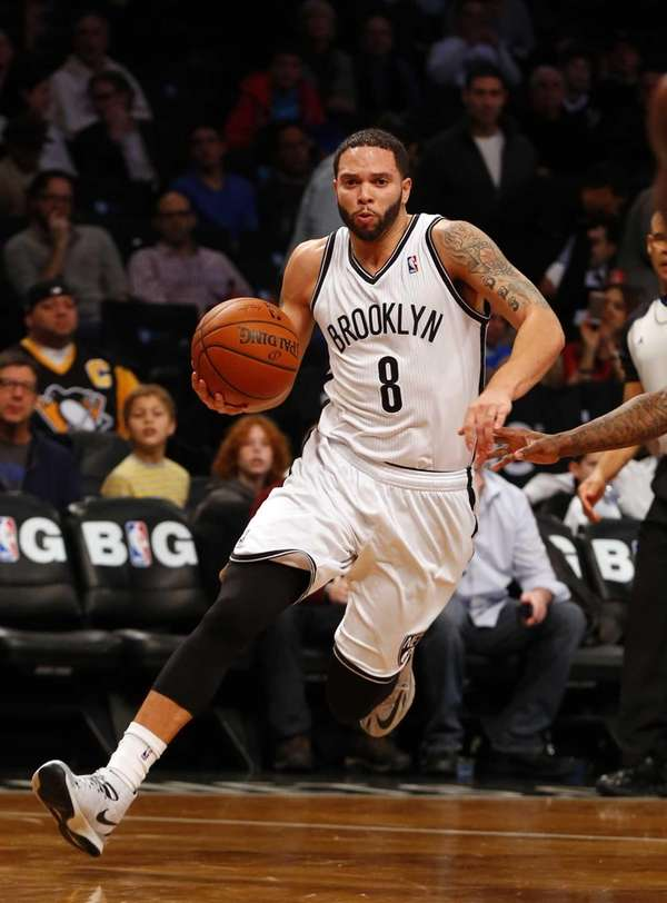 Deron Williams drives to the hoop in the