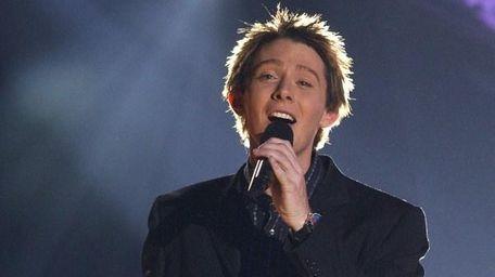 American Idol finalist Clay Aiken performs a song