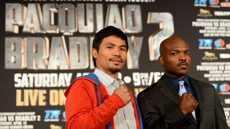 Filipino boxer Manny Pacquiao (L) and Timothy Bradley