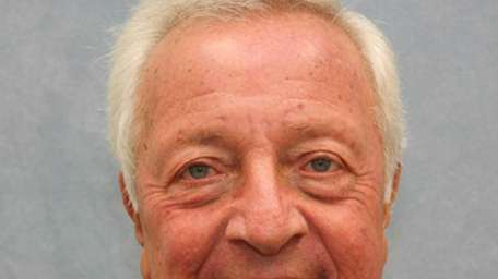 Robert L. Dubofsky, 74, of Great Neck, died