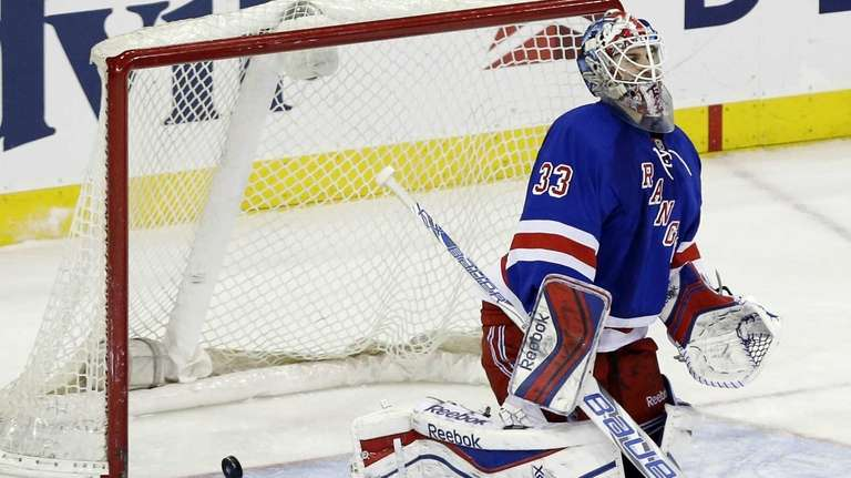 Cam Talbot reacts after a shot by Oilers'