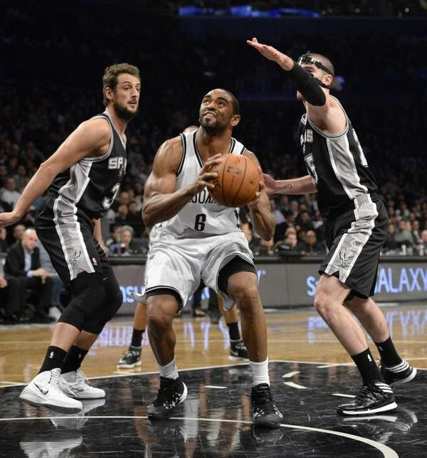 Brooklyn Nets forward Alan Anderson sets to shoot