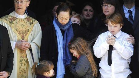 Mimi O'Donnell, center, estranged partner of actor Philip