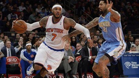 Knicks forward Carmelo Anthony drives the ball past