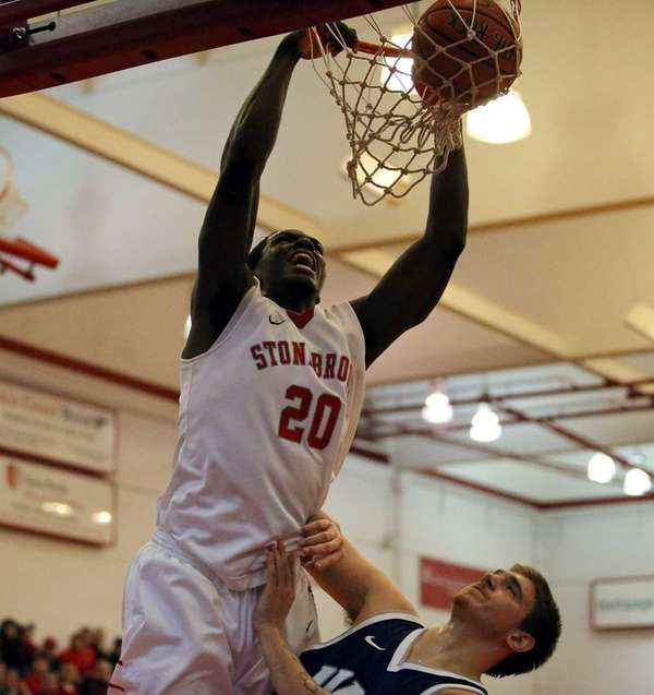 Stony Brook's Jameel Warney dunks over New Hampshire's