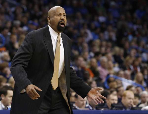 Mike Woodson shouts in the first quarter of