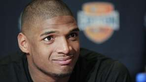 Missouri senior defensive lineman Michael Sam speaks to