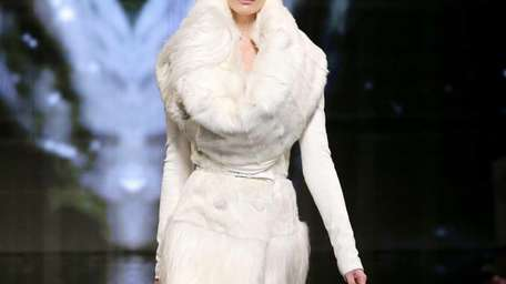 A model walks the runway at the Donna