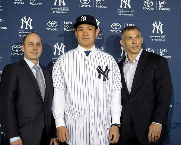 Yankees pitcher Masahiro Tanaka poses for photos with