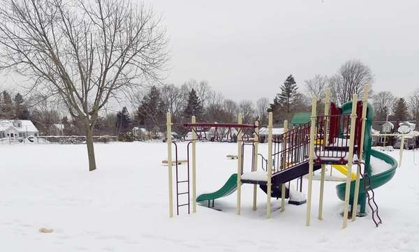 Photo of the park behind Harborfields Public Library