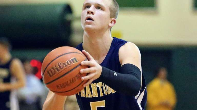 Bayport-Blue Point's Conner Panzer prepares to take the
