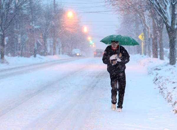 Pedestrians dodge snowflakes on Willis Avenue in Mineola
