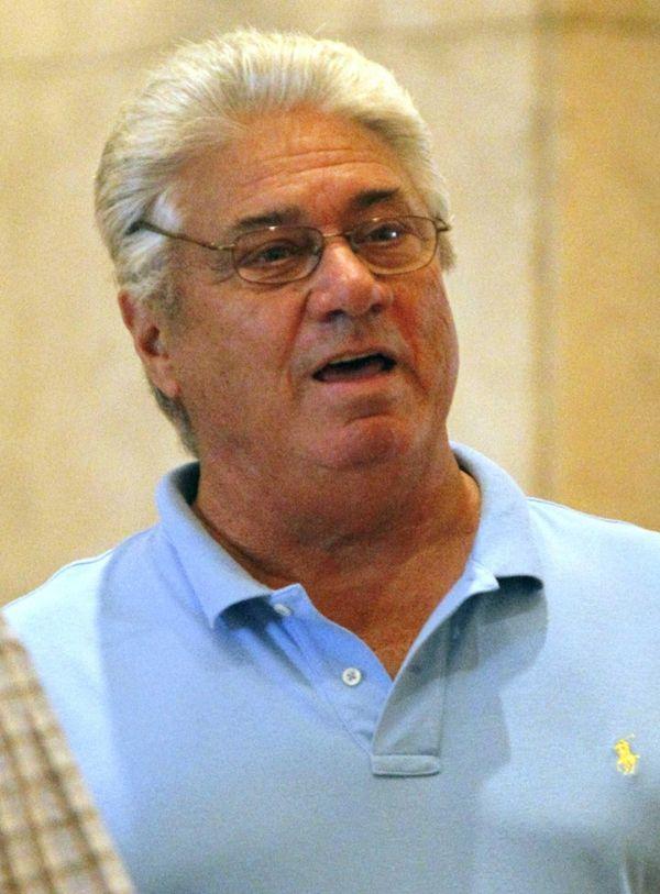 Atlanta Braves scout Jim Fregosi talks in the