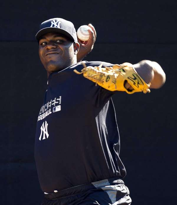 Michael Pineda throws in the bullpen at Steinbrenner