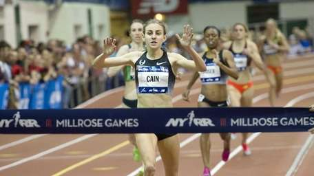Mary Cain of the Nike Oregon Project wins