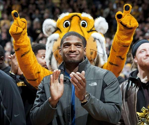 Missouri's All-American defensive end Michael Sam claps during