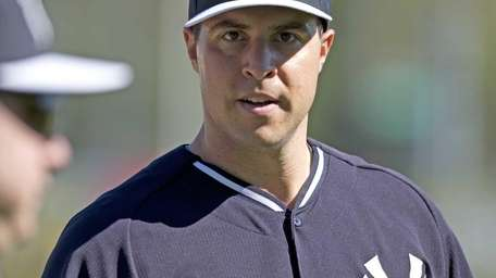 Mark Teixeira works out with the team at