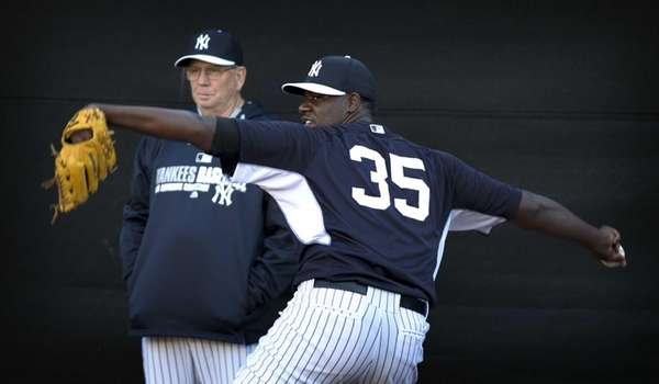 Yankees Michael Pineda throws in the Bullpen as