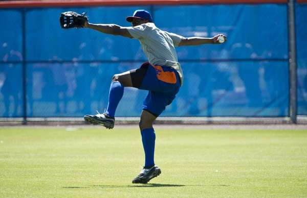 Curtis Granderson gets ready to throw during spring