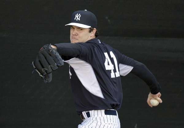 Yankees pitcher David Phelps works out at Steinbrenner