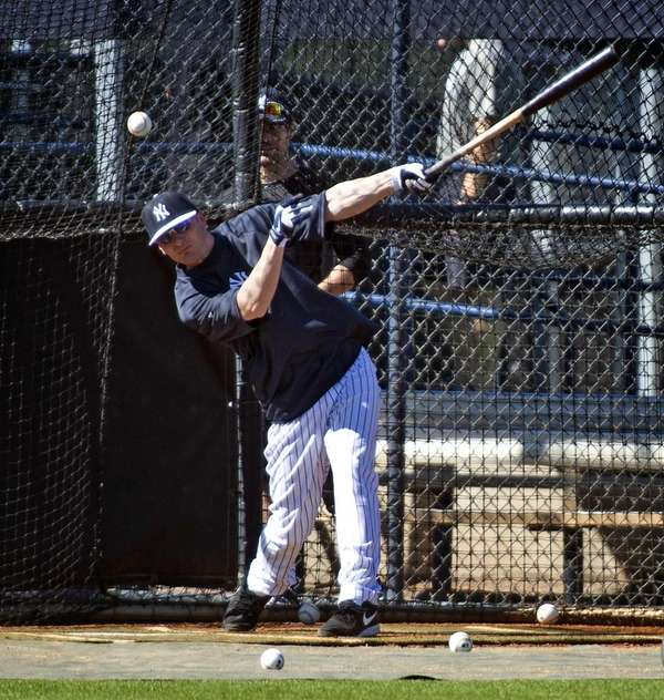 Yankees shortstop Brendan Ryan takes batting practice on