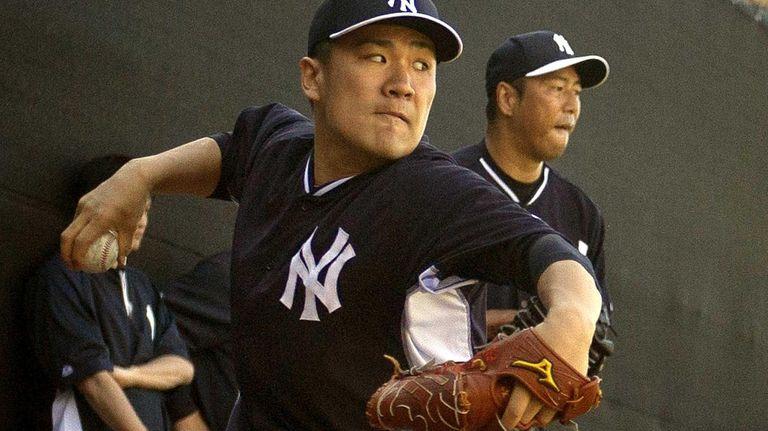 Yankees pitchers Masahiro Tanaka and Hiroki Kuroda throw