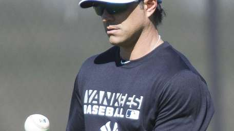 Yankees' Brian Roberts works out on the morning