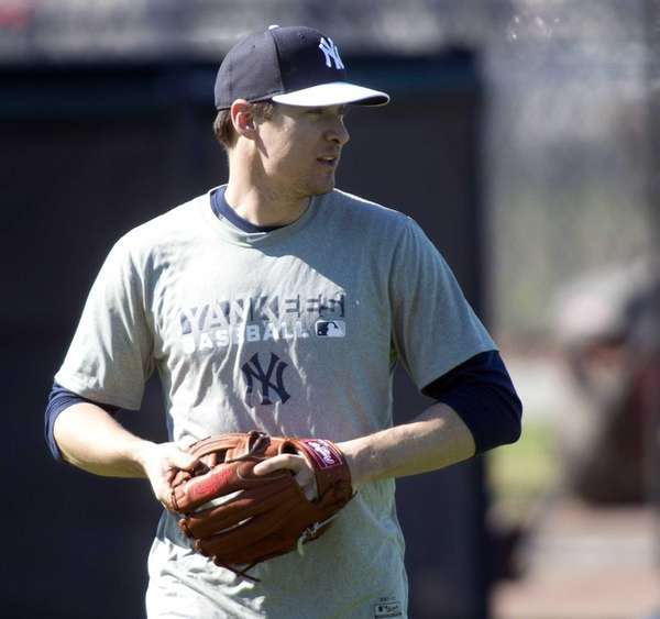 Yankees' Kelly Johnson works out on the morning