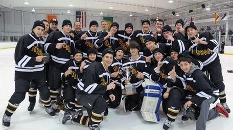 The Lynbrook ice hockey team celebrates its 2014