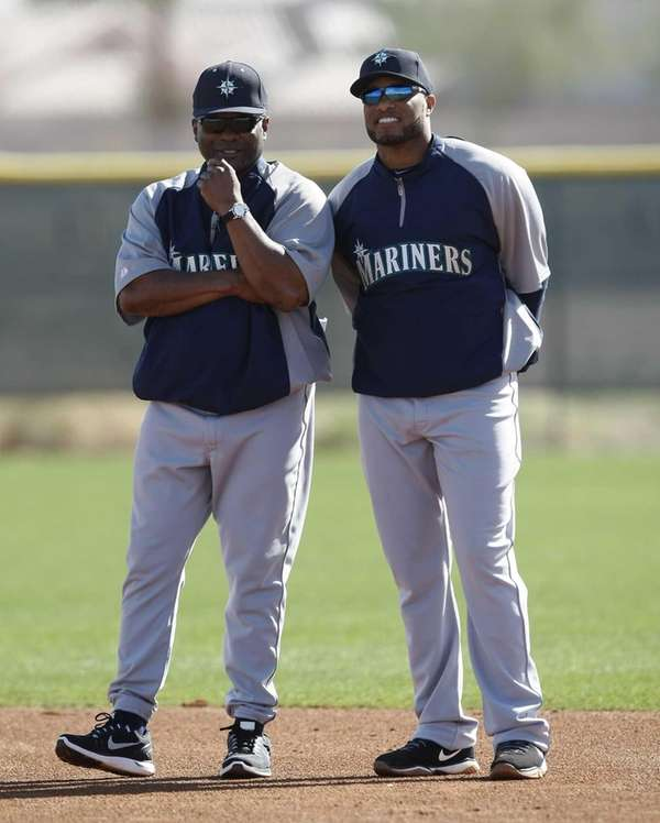 Seattle Mariners manager Lloyd McClendon, left, talks to