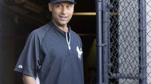 Yankees' Derek Jeter arrives for a press conference