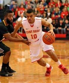 Stony Brook's Carson Puriefoy lll moves the ball