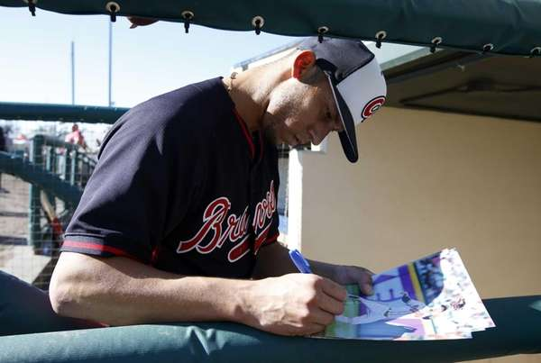 Atlanta Braves shortstop Andrelton Simmons signs an autograph