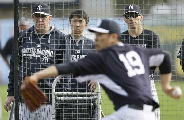 Yankees pitching coach Larry Rothschild, left, and manager