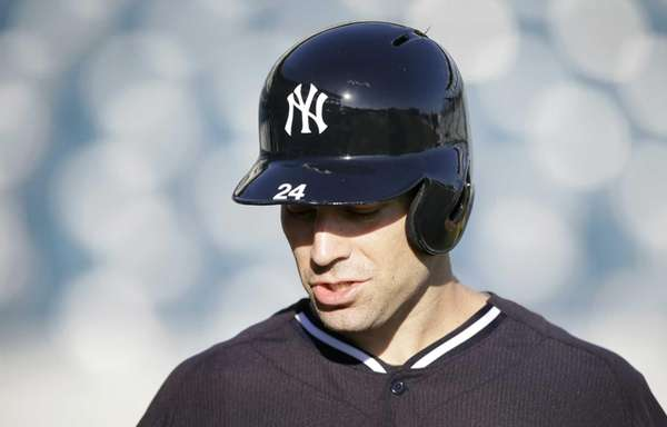 Yankees infielder Scott Sizemore walks off the field