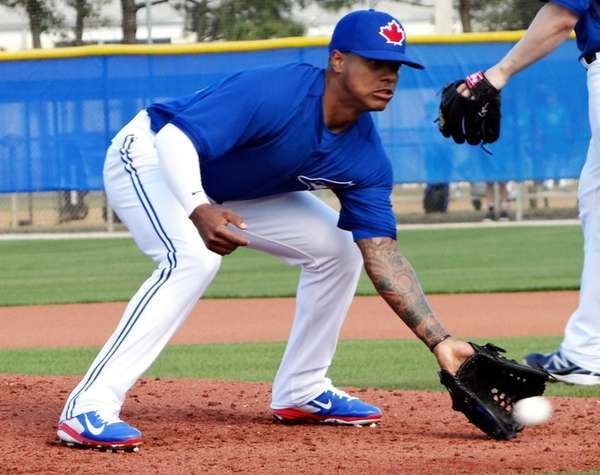 Marcus Stroman fields a ground ball at the