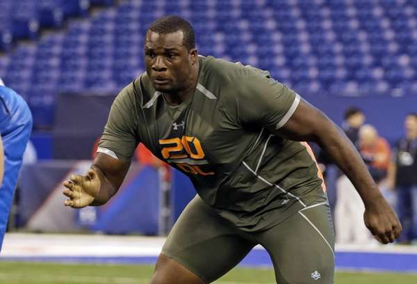 Alabama offensive lineman Cyrus Kouandjio runs a drill