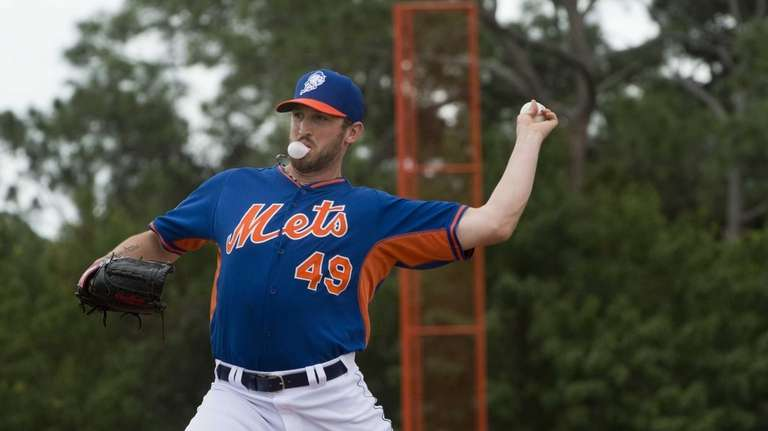 Mets pitcher Jon Niese works out during spring