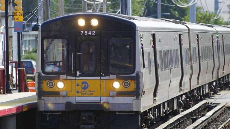 A train leaves the Syosset LIRR train station