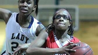 Freeport's Janique Lewis gets past Baldwin's Tyra Harrison