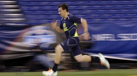Texas A&M quarterback Johnny Manziel runs the 40-yard