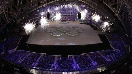 Actors line up to show the Olympic rings