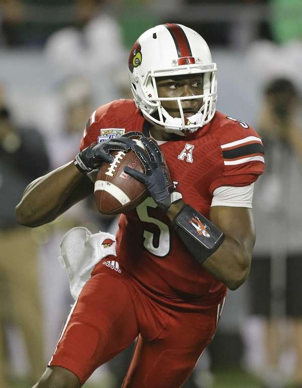 Louisville quarterback Teddy Bridgewater looks for a receiver