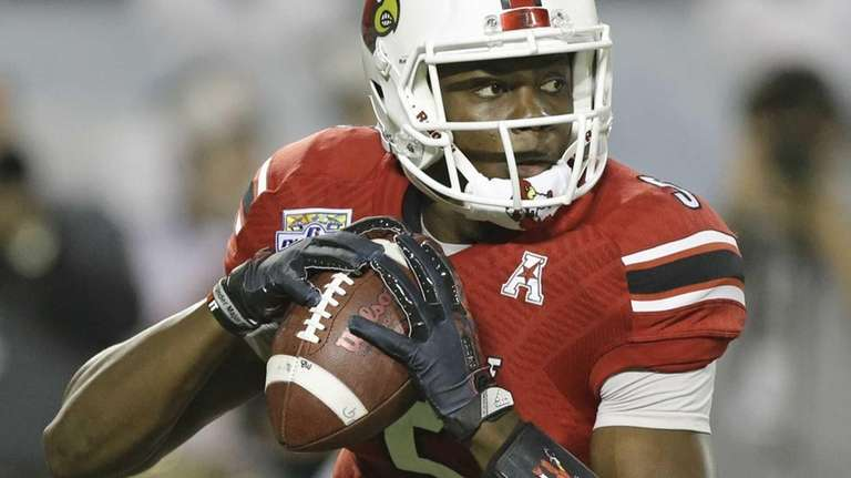 Louisville quarterback Teddy Bridgewater looks for a receiver