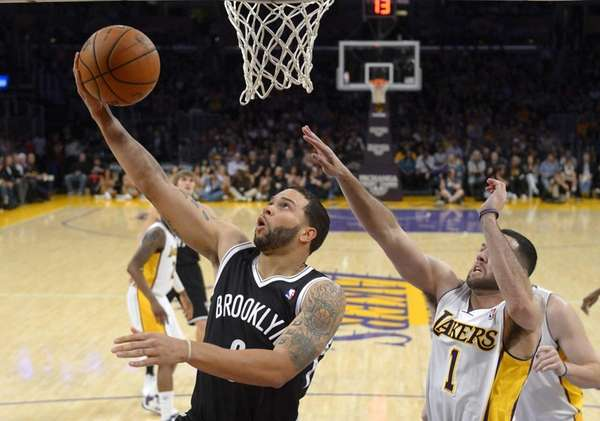 Deron Williams puts up a shot as Lakers