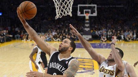 Deron Williams puts up a shot as Lakers