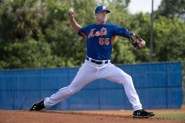 New York Mets pitcher Noah Syndergaard throws live